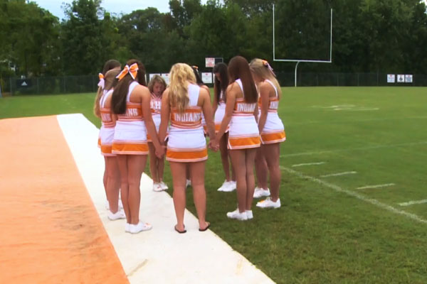 Tennesee Cheerleaders Lead Prayer Before Games