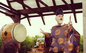 First American Reverend Blesses Sake Brewery in Shinto Religious Ceremony