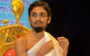 Do You Have a Good Memory? This Monk Repeats 500 Questions Back to Audience