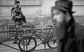 French soldiers protect synagogues after Charlie Hebdo attacks