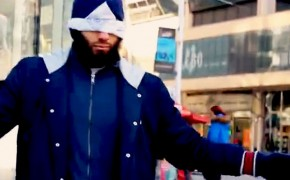 Heartwarming video of a blindfolded Muslim on the street will leave you speechless