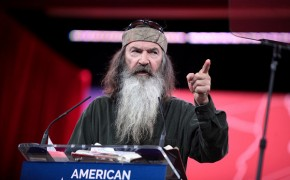 Duck Dynasty's Phil Robertson Offends with Atheist Rape Story