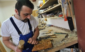 Bosnian Muslim Family Honored to Carve Chair for Pope Francis for His Upcoming Visit