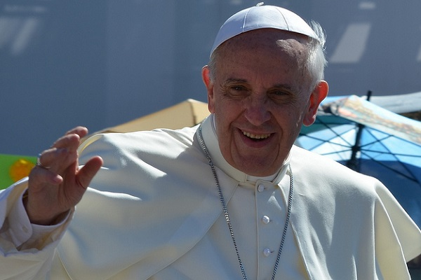 Pope urges youth to read the bible