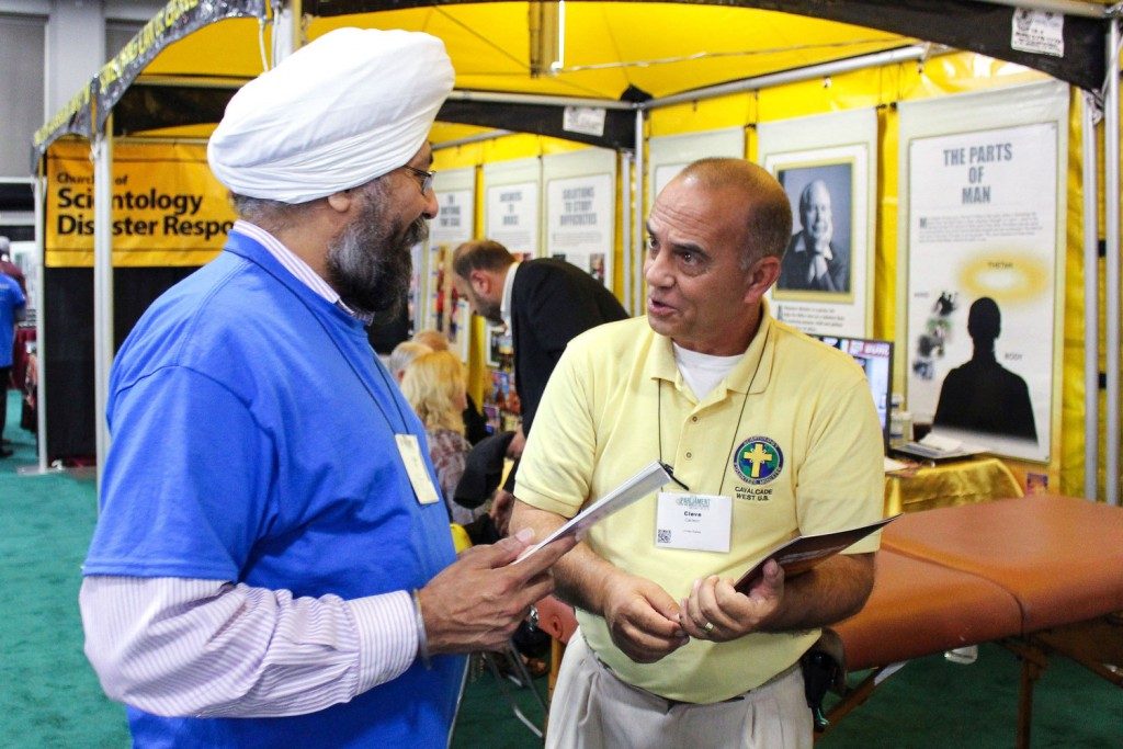 scientology-volunteer-ministers-tent-with-sikhs-at-parliament-of-world-religions