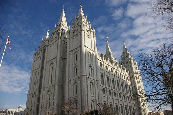 By Scott Catron from Sandy, Utah, USA (Salt Lake LDS Temple) [CC BY-SA 2.0], via Wikimedia Commons