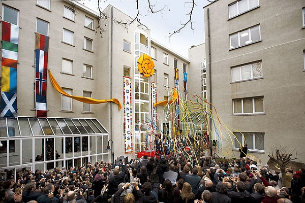 By Scientology Media (Flickr: Church of Scientology Brussels, Belgium) [CC BY-SA 2.0], via Wikimedia Commons