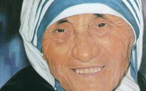 Pope Francis Confirms Mother Teresa Will be Made a Saint