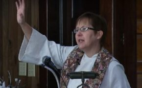Methodist Minister Reveals She is Gay During Sermon