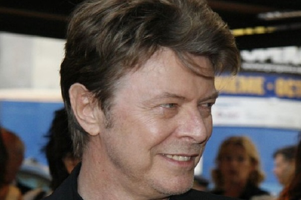 By Arthur from Westchester County north of NYC, USA, at Arthur@NYCArthur.com (Cropped from the original, David Bowie) [CC BY-SA 2.0], via Wikimedia Commons