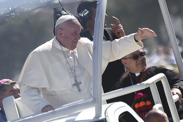 Pope Francis Urges Faithful to Transform Mexico