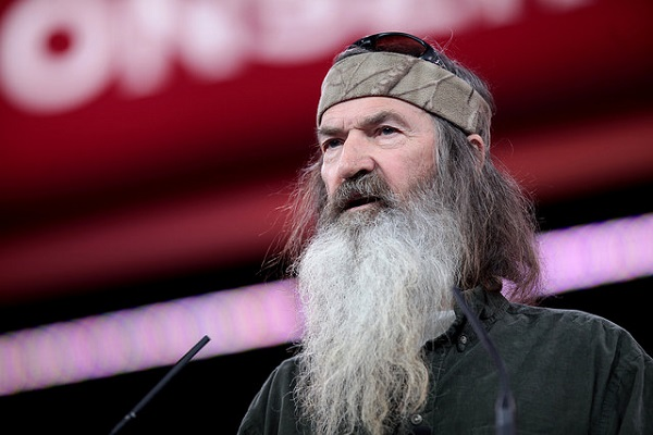 "Duck Dynasty's Phil Robertson Calls Ted Cruz ""Godly"""
