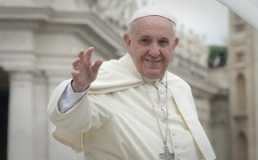 Pope Appeals to World Leaders: Open Borders to Refugees