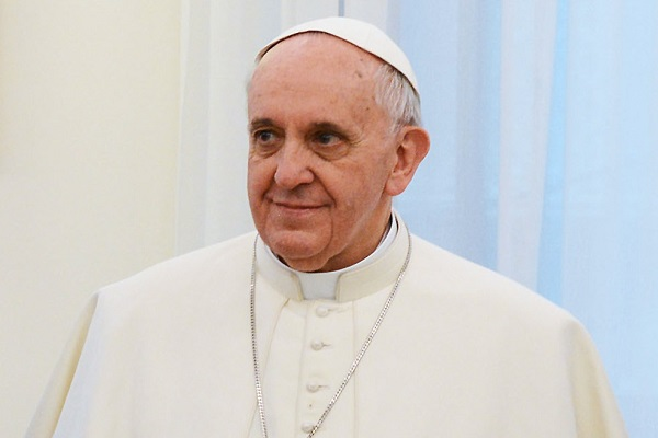 Pope Francis Rescues 12 Syrian Refugees in Migrant Crisis