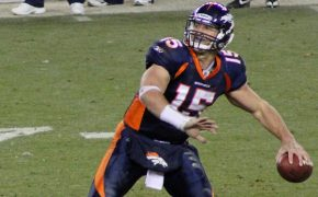 Tim Tebow Comforts Family With Prayer During In-Flight Emergency