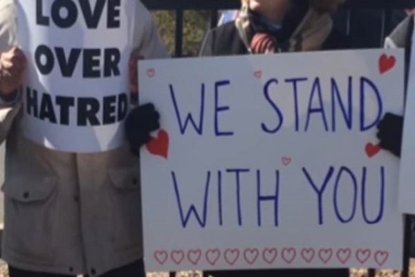 Kansas Residents Rally in Support of Muslims