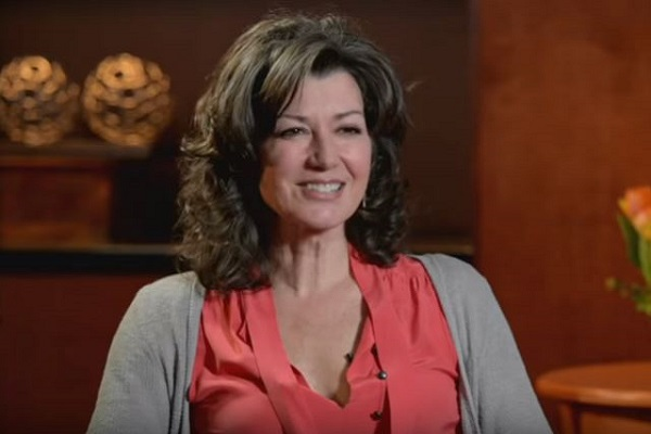 Amy Grant's New Christmas Album 'Not Christian Enough' to be Sold at Lifeway