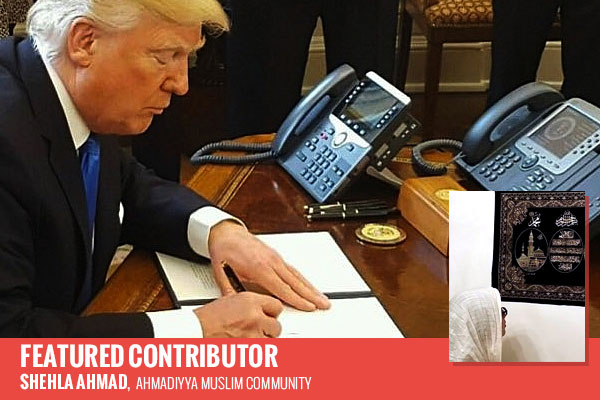 Donald Trump signing document