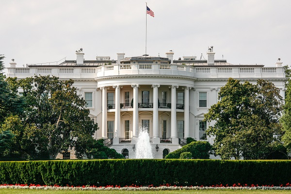 By Alex Proimos from Sydney, Australia (Front of The White House) [CC BY 2.0], via Wikimedia Commons