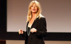 Goldie Hawn Says Prayer Works – How She Turned to God When Her Son was Born