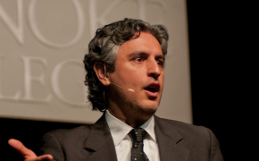 Religious Groups Applaud CNN for Dropping 'Believer' Host Reza Aslan