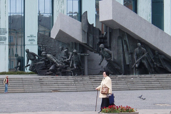 """Warsaw Uprising monument"" by Peter Burgess is licensed under  CC BY 2.0"