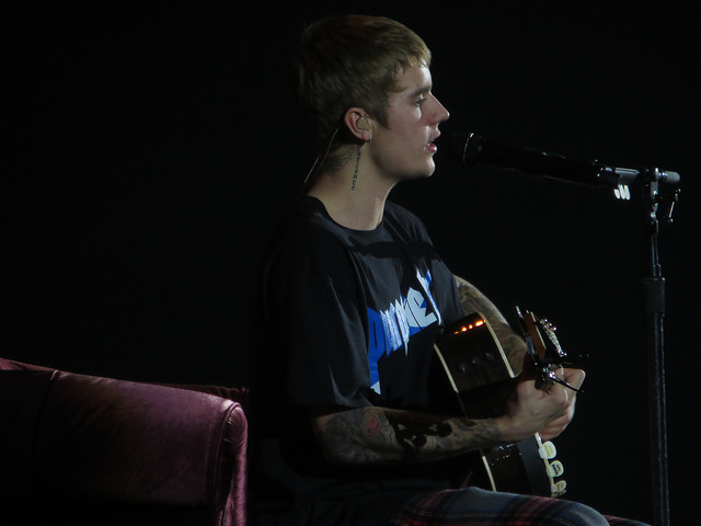 Justin Bieber Singing and Playing Guitar