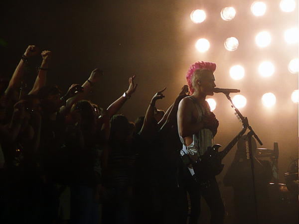 30 Seconds To Mars Performing Live