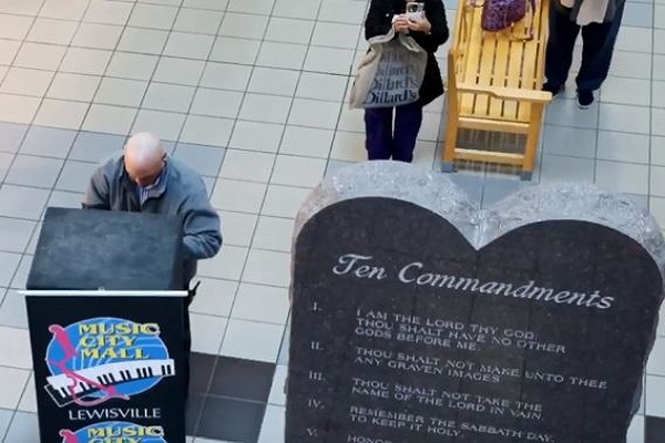 Texas mall Ten Commandments