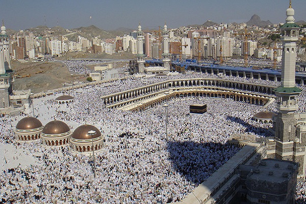 2.4 Million Muslim Pilgrims Climb Mount Arafat for Hajj