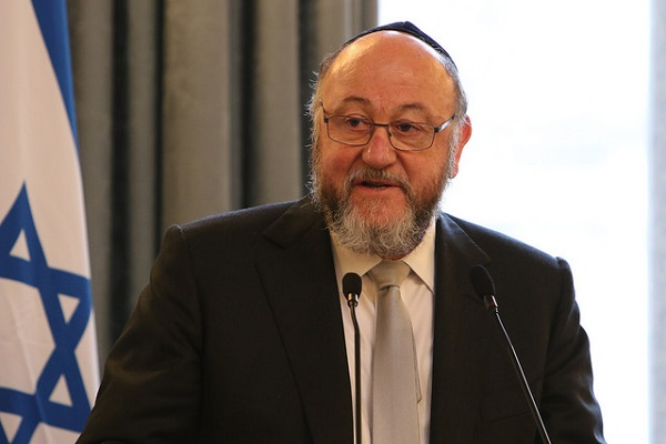 Chief Rabbi Ephraim Mirvis Publishes A Guide to Support LGBT Students for Orthodox Jewish Schools