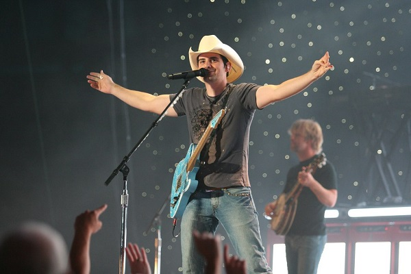 2139d4f3a78e2 Brad Paisley and Wife Team with Christian University to Open Free Grocery  Store for Those in Nashville