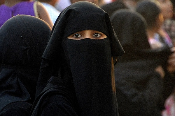 UN Rules France's 'Burqa Ban' is a Violation of Muslim Women's Rights