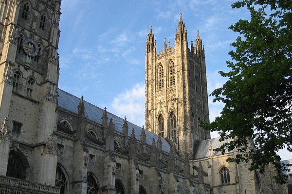Church of England Approves Pastoral Guidance for Welcoming Transgender People