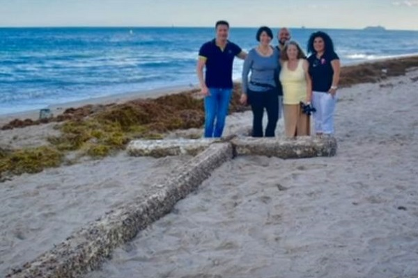 20-Ft Barnacle Covered Wooden Cross Washed Up on Ft. Lauderdale Beach