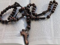 Catholics In Syria Receive Rosaries from Pope Francis